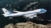 746px-Air_Force_One_over_Mt__Rushmore2