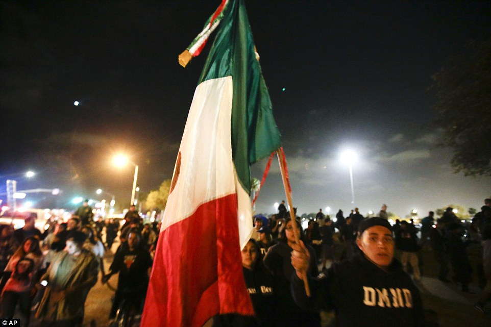 trump rally mex flag