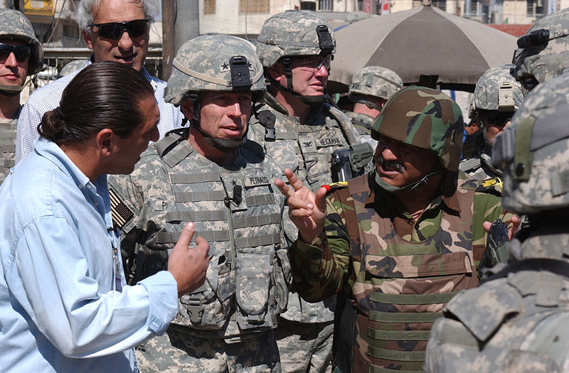 800px-gen_petraeus_walking_through_market_11_march_2007_in_baghdad